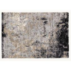 Celkový pohľad na Shaggy koberec v čierno šedo hnedých odtieňoch - abstraktný motív.