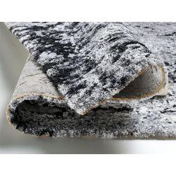 Detail koberca z kolekcie Juwel v šedo čiernej farbe.