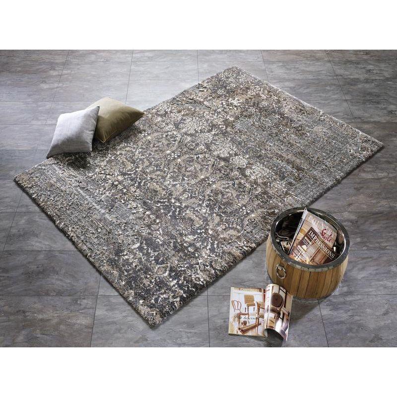 Šedo hnedý koberec sa výborne hodí do každej obývačky alebo spálne či do hosťovskej izbe.