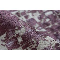 Detail fialového koberca