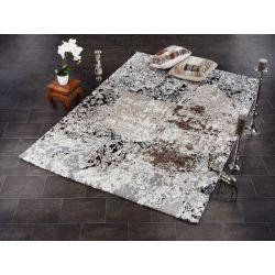 Moderný béžovo hnedý koberec typu Shaggy. Motív je vintage orientálny.