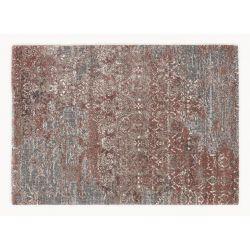 Celkový pohľad na sheggy koberec v staroružovej farbe skombinovaná so šedou. Motív je orientálny typ vintage.