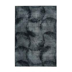 Extravagantný tmavý koberec z recyklovaných PET fliaš.