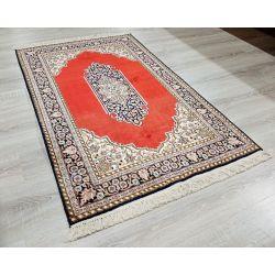 Orientálny koberec z Kašmírskeho hodvábu 18/18 s centrálnym motívom