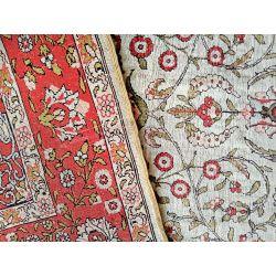 Hereke hodvábny koberec pretkávaný zlatom