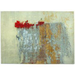 Abstraktný vlnený koberec v netradičných farbách béžová, červená modrá a hnedá